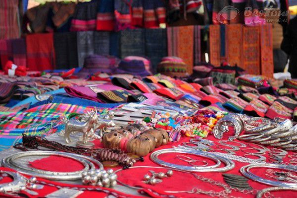 Có gì bên trong chợ Bắc Hà Lào Cai?